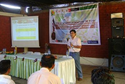 Jose Mejía en seminario para mejorar la comercialización de las cooperativas.