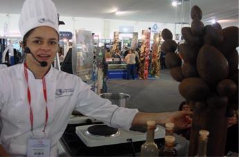Los chefs aprovechando el chocolate hecho con cacao peruano